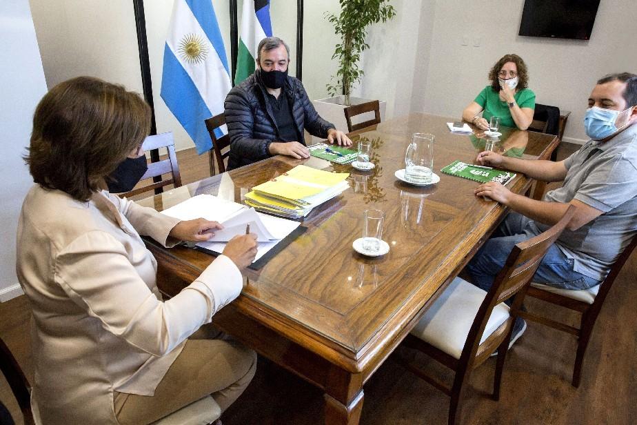 La gobernadora Carreras firmó nuevos pases a planta permanente