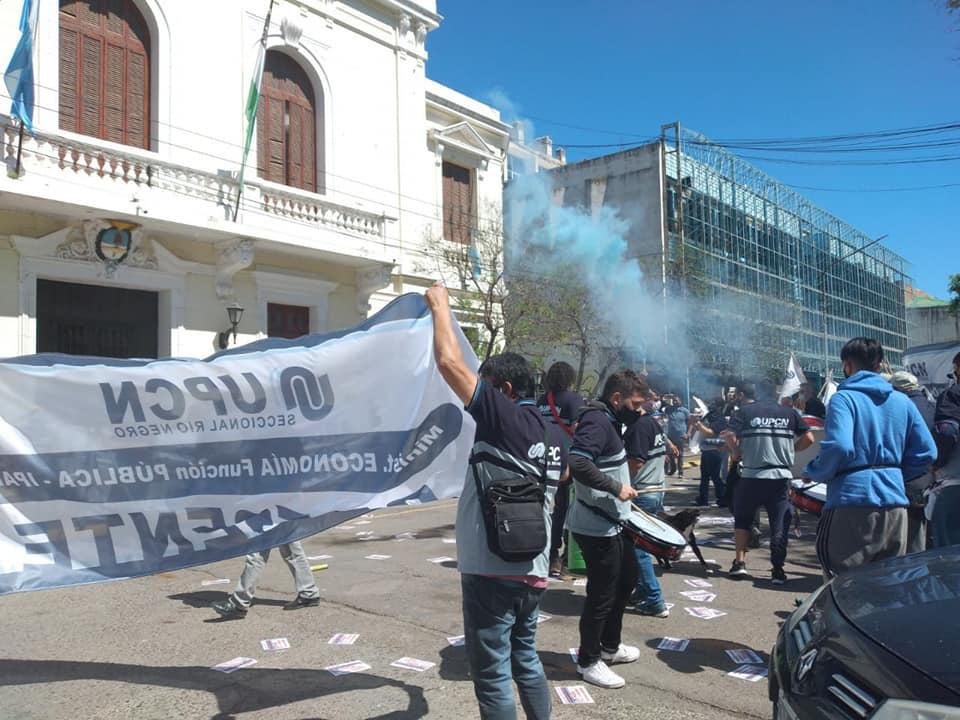 Protesta de UPCN: Crece el descontento por el aumento salarial otorgado a los estatales rionegrinos