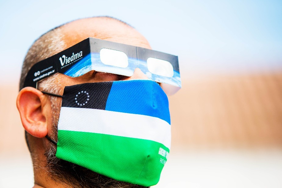 Qué recaudos hay que tomar para observar el eclipse sin correr riesgos