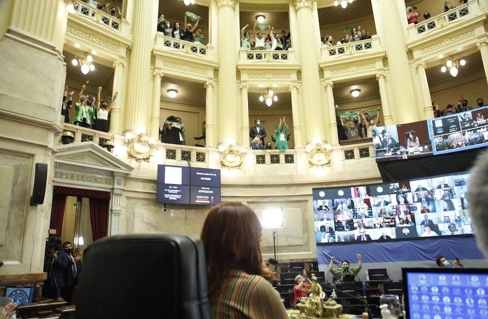 Con 38 votos afirmativos, 29 negativos y 1 abstención: Es ley el aborto voluntario en Argentina