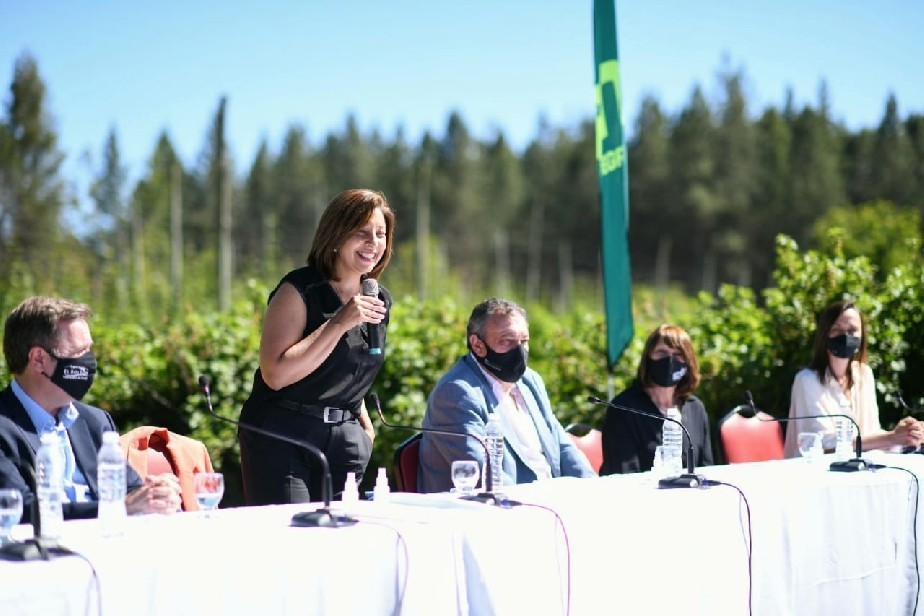 El Bolsón: La gobernadora Carreras lanzó la temporada turística 2020/21