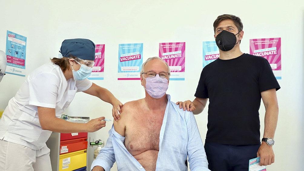 Coronavirus: El ministro de Salud bonaerense es el primer mayor de 60 años vacunado