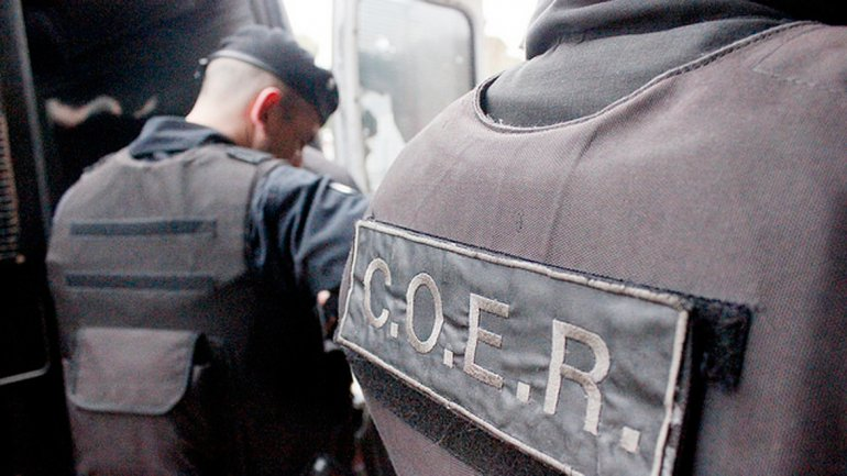 Por el ataque a la casa de un Subcomisario, se realizaron once allanamientos en Viedma