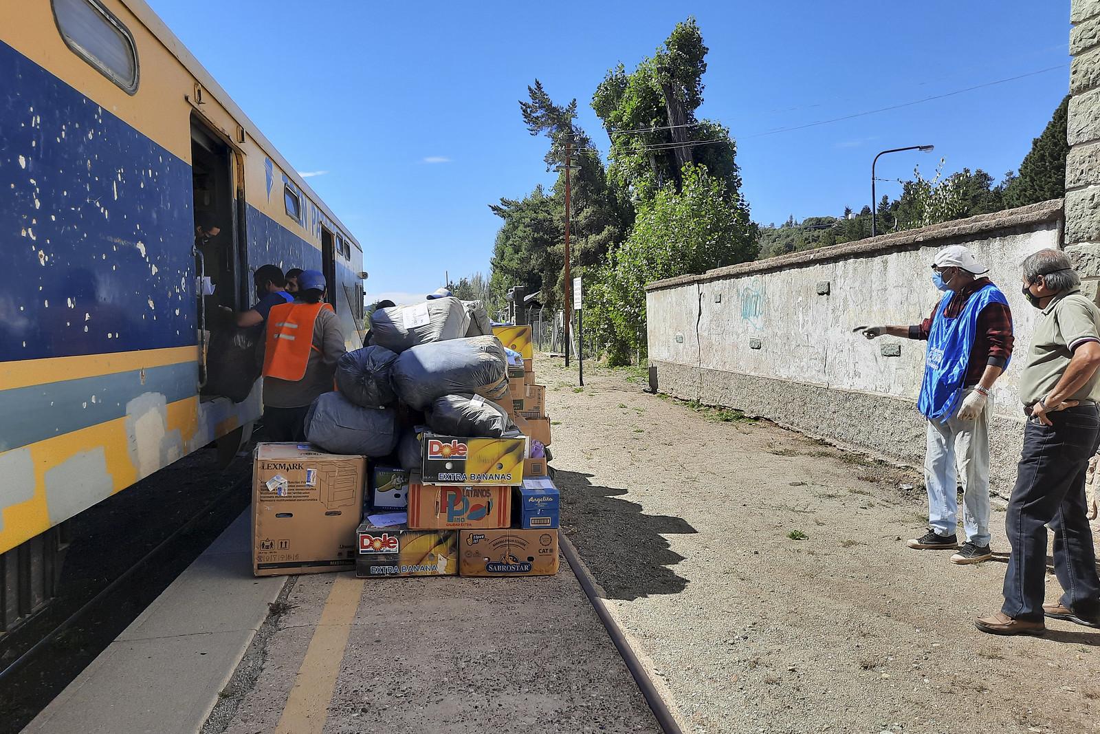 El vagón con donaciones para la Comarca Andina llegó el sábado a Bariloche
