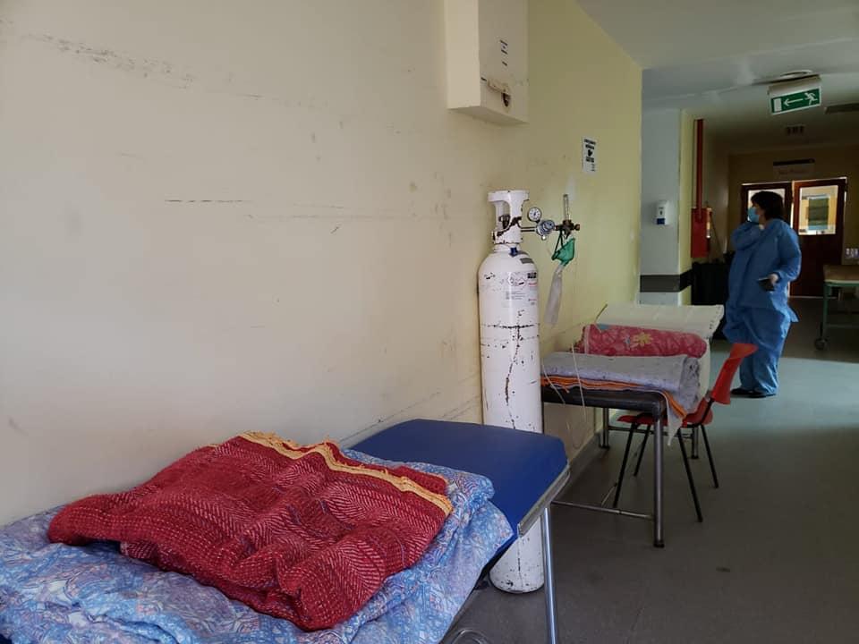Colapsó el Hospital de San Antonio: En los pasillos preparan camillas para los pacientes