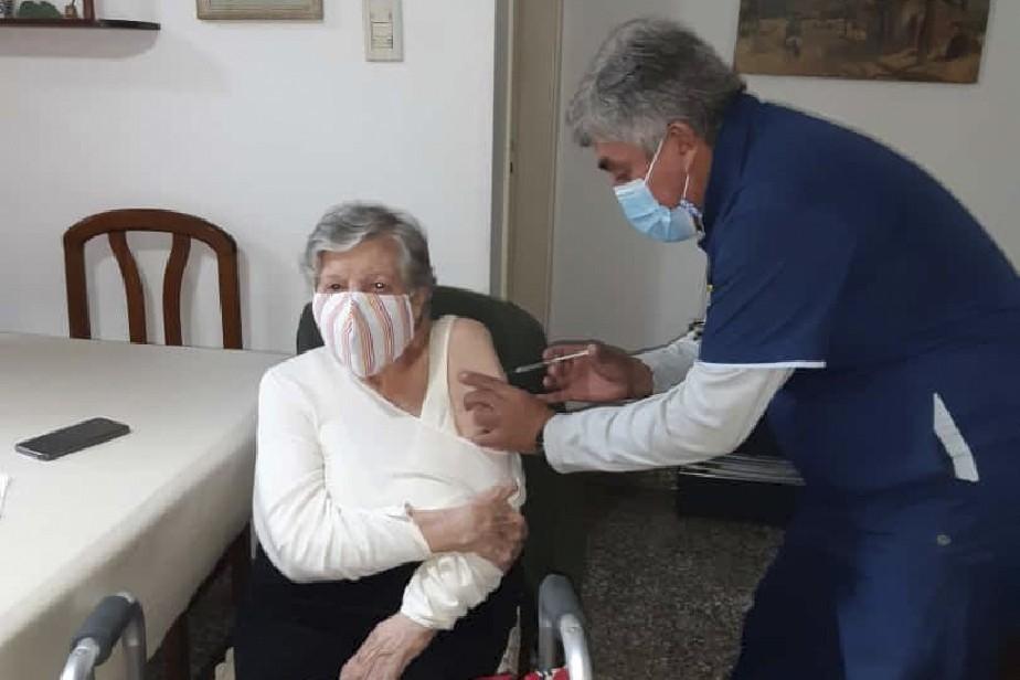 Viedma: Vacunan en su domicilio a pacientes con limitaciones físicas o patologías de salud mental