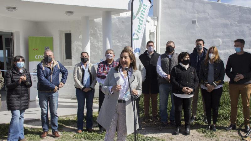 Balneario La Lobería: Carreras acompañó la inauguración de la nueva confitería y recorrió obras